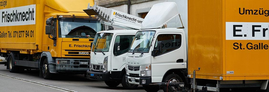 fuhrpark der Frischknecht Umzüge GmbH mit LKW, Möbellift, Lieferwagen und Anhänger